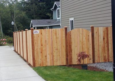 6-Estate-Style-Fence-With-4-Arch-Top-Man-Gate-1