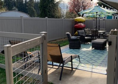 4' hog panel fence, posts and rails in vinyl Driftwood with 6' privacy