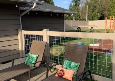 4' hog panel fence with vinyl posts and rails, color Driftwood