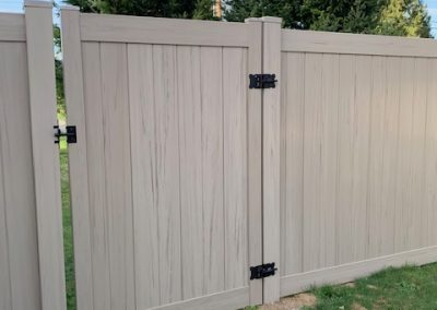 4' wide walk gate in 6' privacy vinyl, color Driftwood