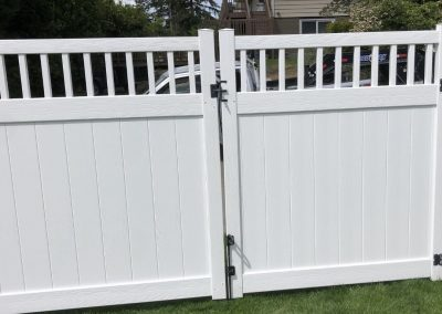 Bufftech Chesterfield CertaGrain 6' Privacy gate with Victorian accent in white