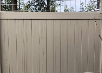 6' Privacy vinyl in Driftwood with 12 inch hog panel deco top
