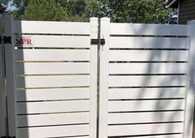 6' horizotal vinyl fence, in white